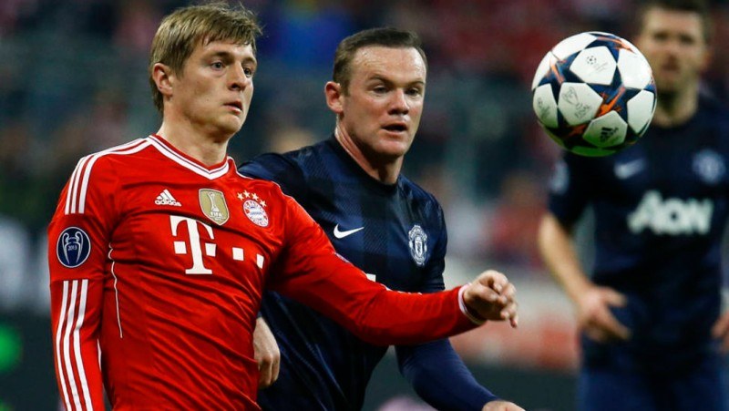 United chase down Kroos.