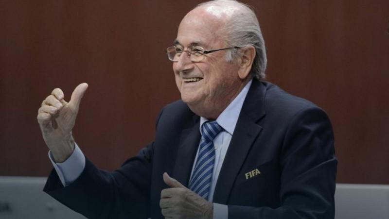 Zamiast do dymisji, stołek prezydenta FIFA na kolejne lata.