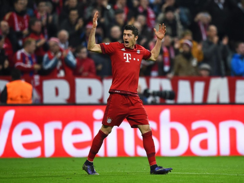 Robert Lewandowski to spark auction with Manchester United, Man City and Chelsea in for £70m striker