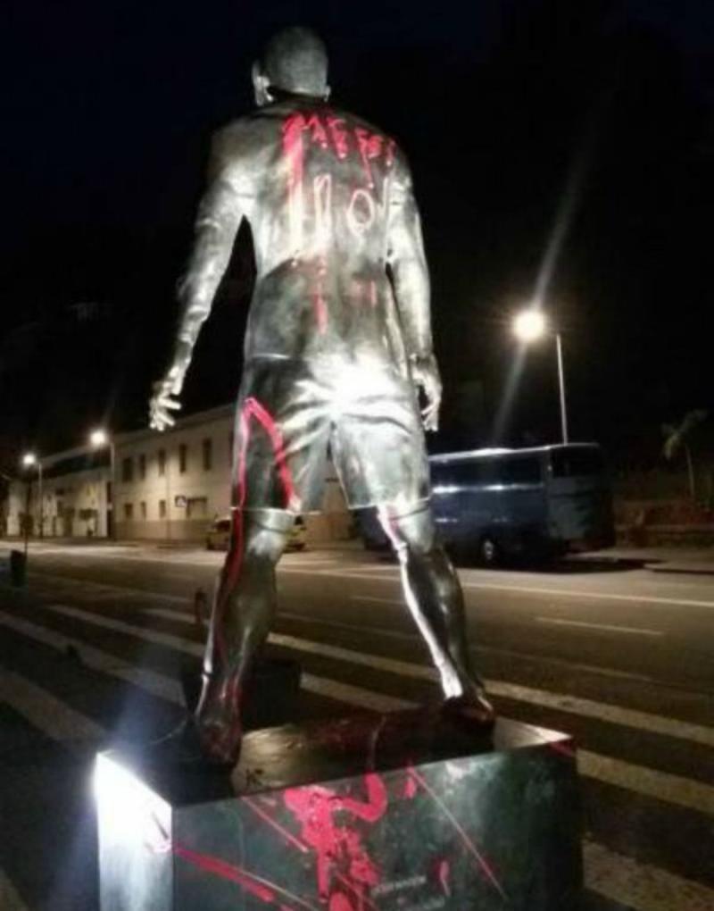 Fani Messiego zniszczyli pomnik CR7 :)