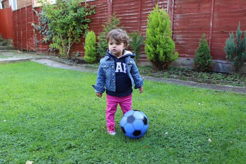 Moja mała sportsmenka lubi football jak mamusia.